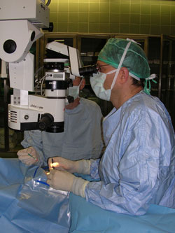 Surgeon and operating microscope during an eye operation